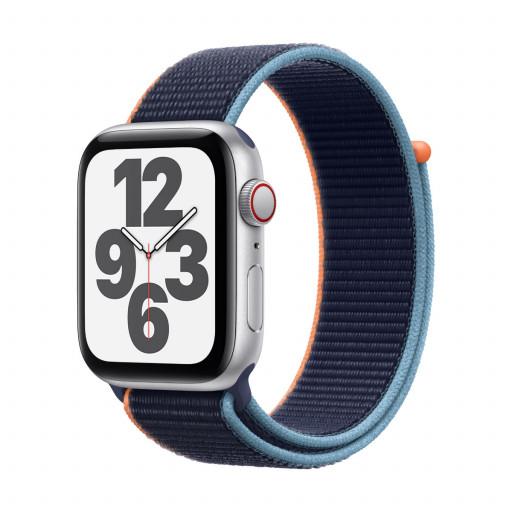 Apple Watch SE Cellular 44 mm – Aluminium i Sølv med Dyp Marineblå Sport Loop